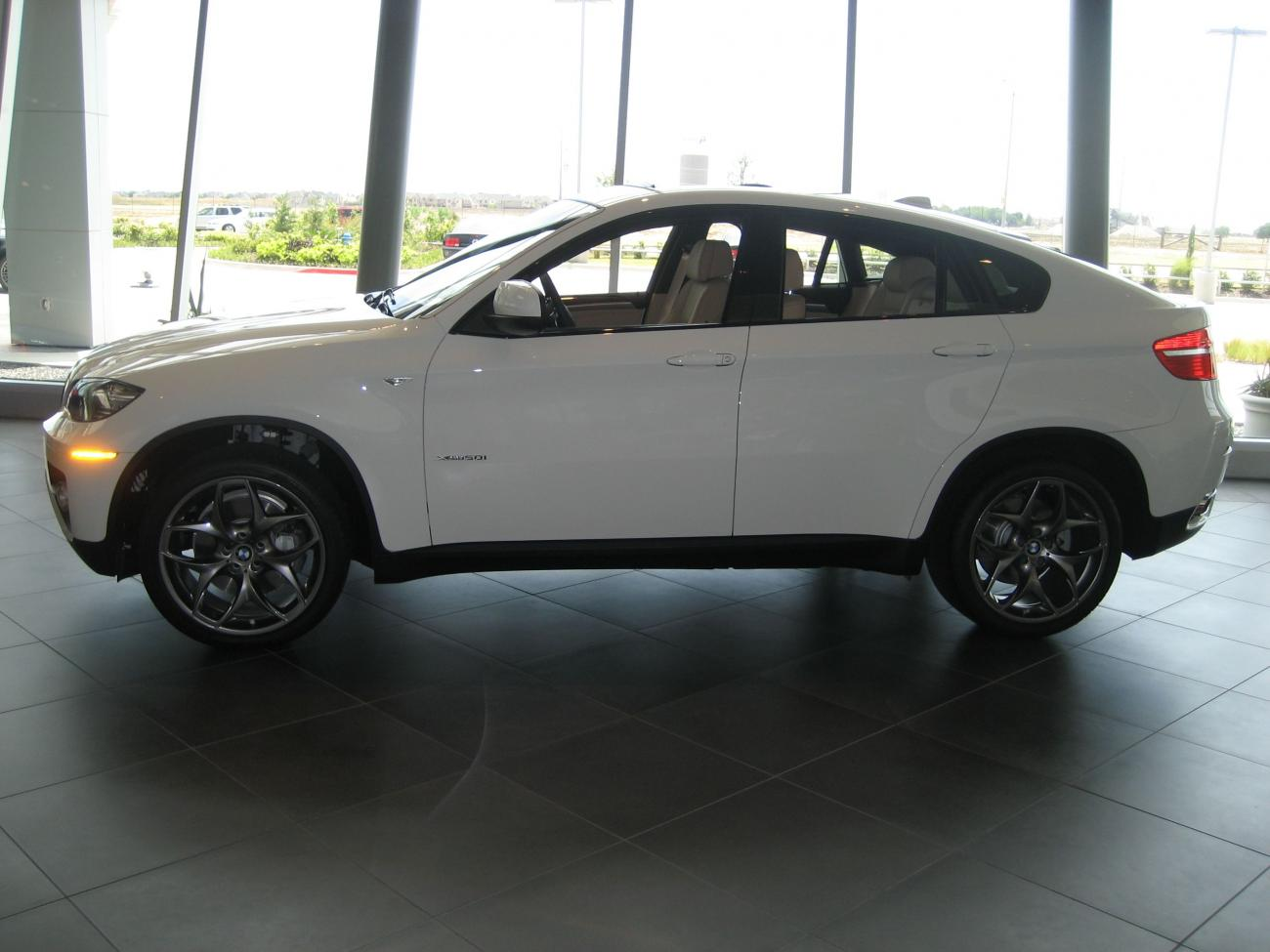 Pics Of Alpine White X6 50i With 21 Quot Style 215 Black Wheels