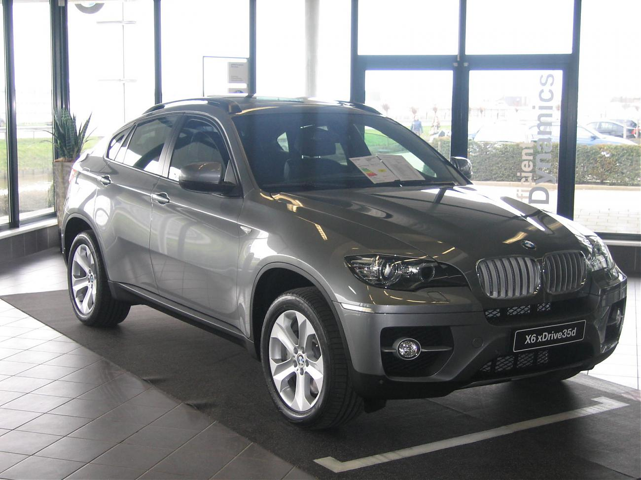 bmw x6 35d spacegrau in showroom. Black Bedroom Furniture Sets. Home Design Ideas