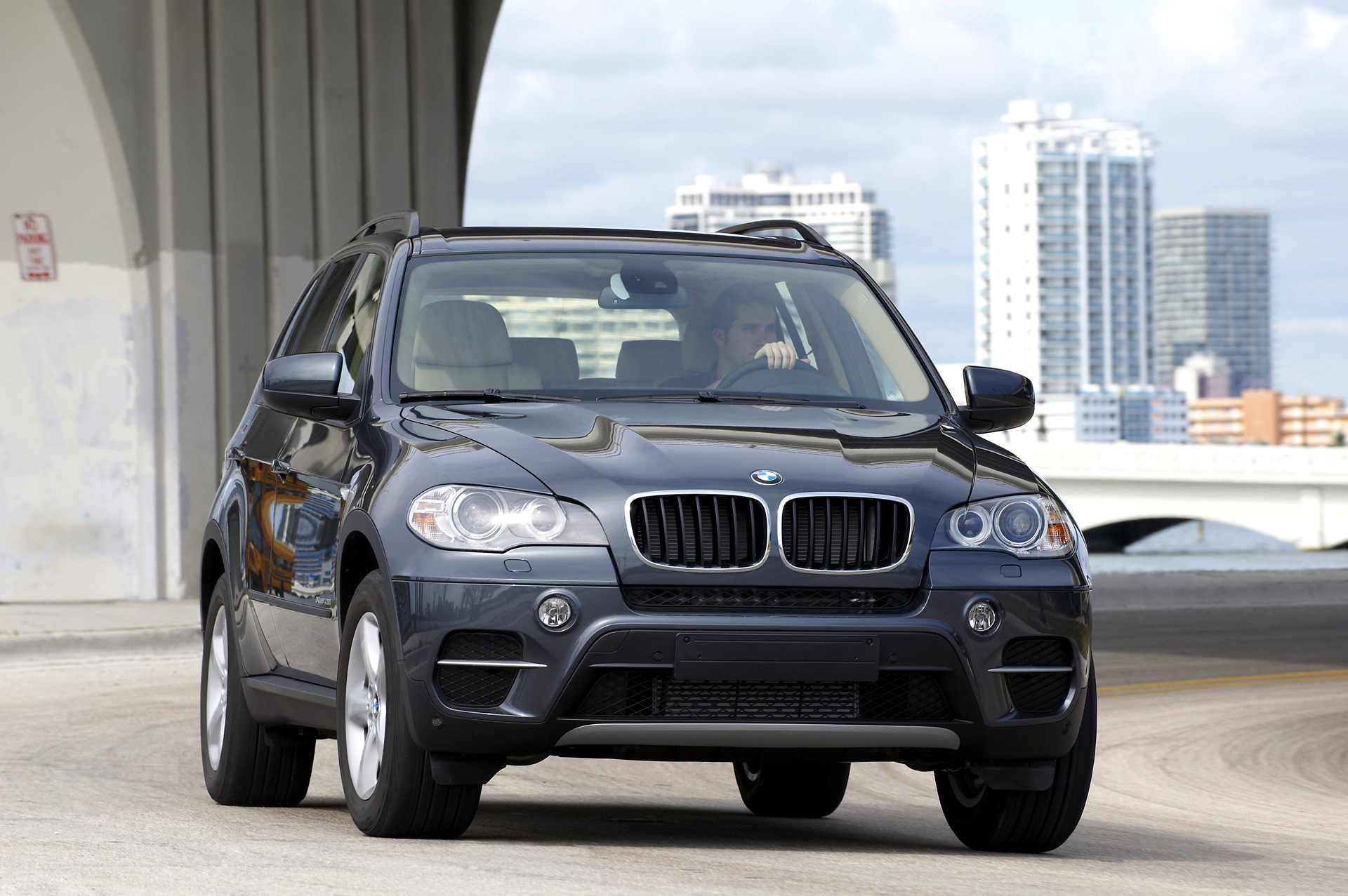 2011 X5 Lci Facelift Official Pictures Videos